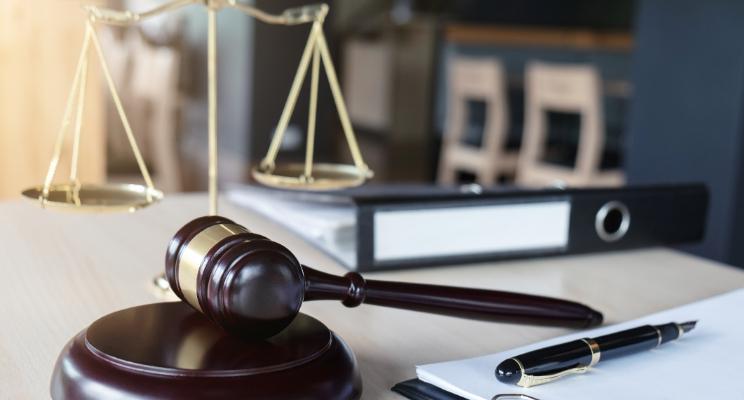 ¿Dónde puede trabajar un abogado que quiera promover los derechos humanos?